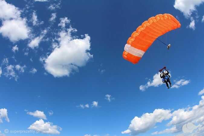 Skok spadochronowy dla dwojga w Krakowie