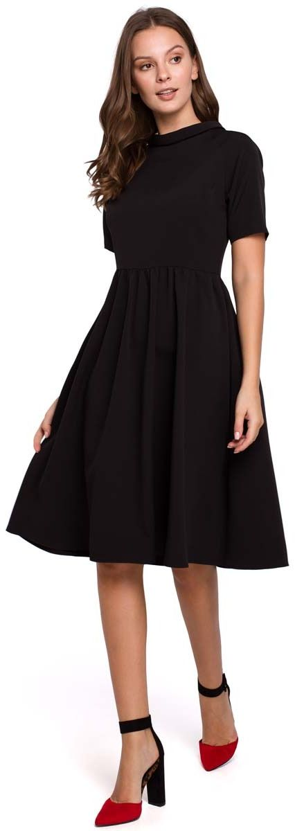 Czarna rozkloszowana sukienka z wykładanym kołnierzykiem