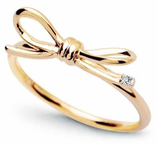 Staviori pierścionek z kokardką, żółte złoto 0,585. 1 diament, szlif brylantowy,
