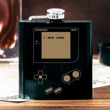 Game boy - Piersiówka z grawerem