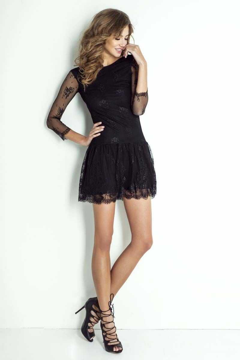 Czarna koronkowa sukienka z dekoltem na plecach