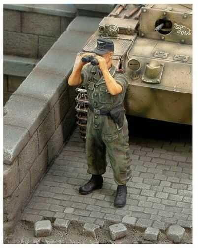 Figurka Czołgista Waffen SS II WŚ Royal Model 1/35