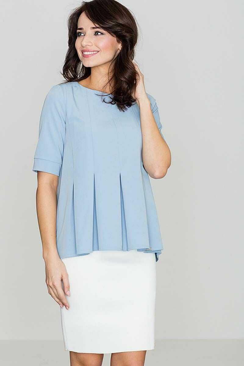 Elegancka niebieska bluzka z kontrafałdami z przodu