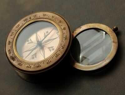 Kompas z wysuwaną lupą etui skóra