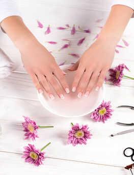 Manicure hybrydowy  Myślenice