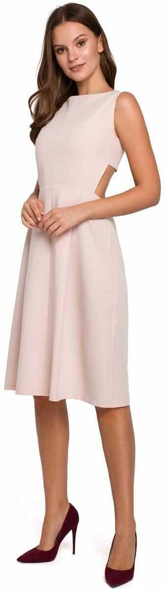 beżowa wieczorowa sukienka z odkrytymi plecami