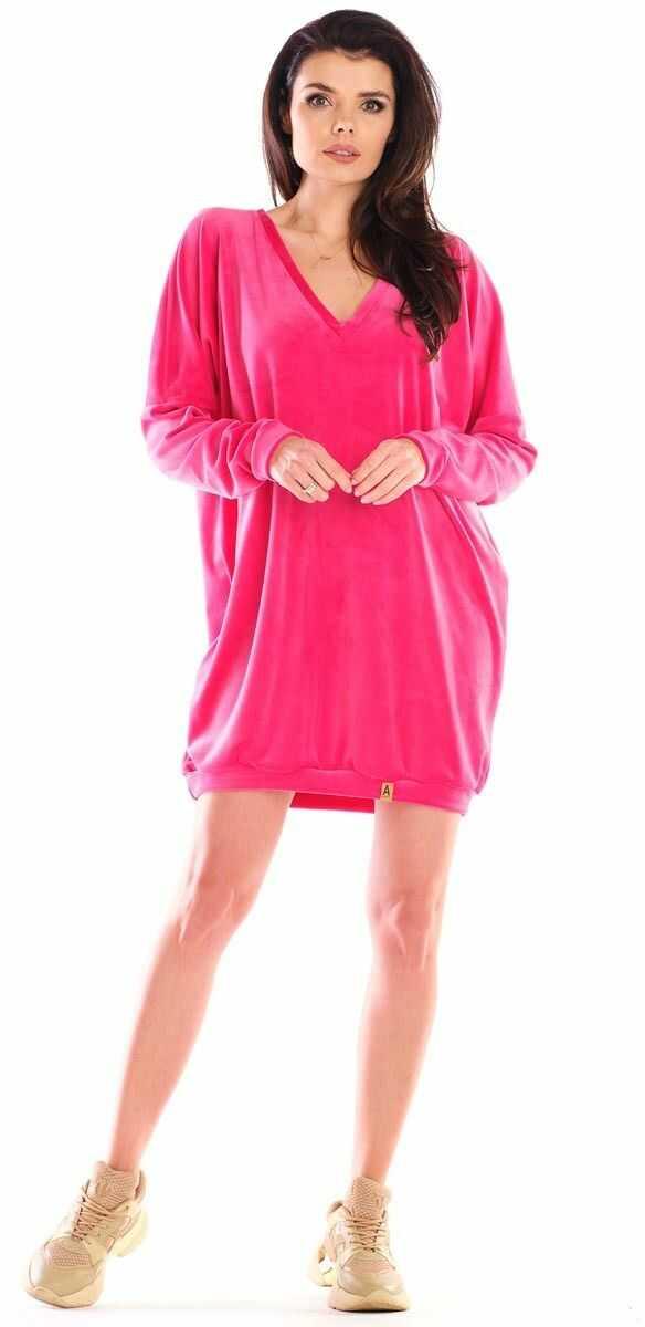 Krótka welurowa sukienka zakończona ściągaczem - różowa