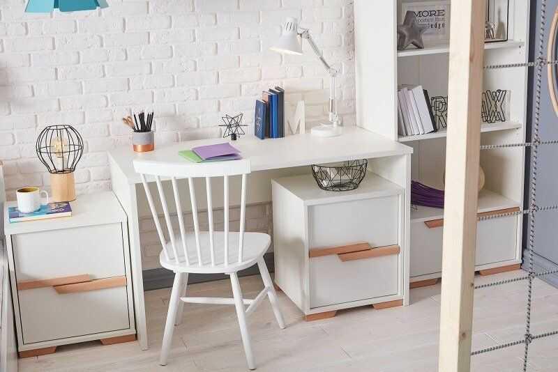 Białe biurko Pinio Snap