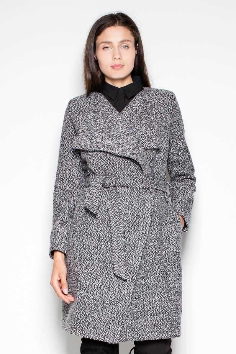 Melanżowy elegancki płaszcz przewiązany paskiem