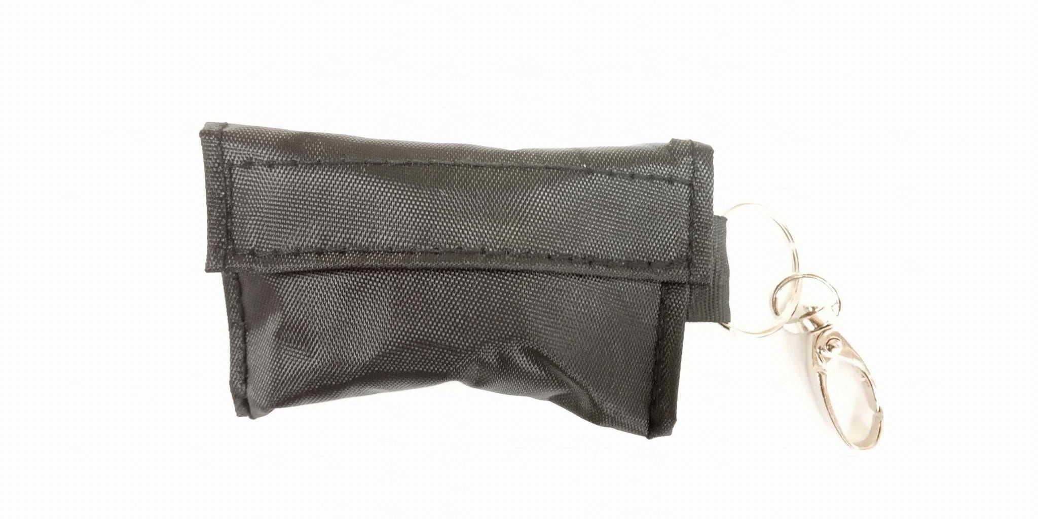 Breloczek ratowniczy, maseczka i rękawiczki w saszetce