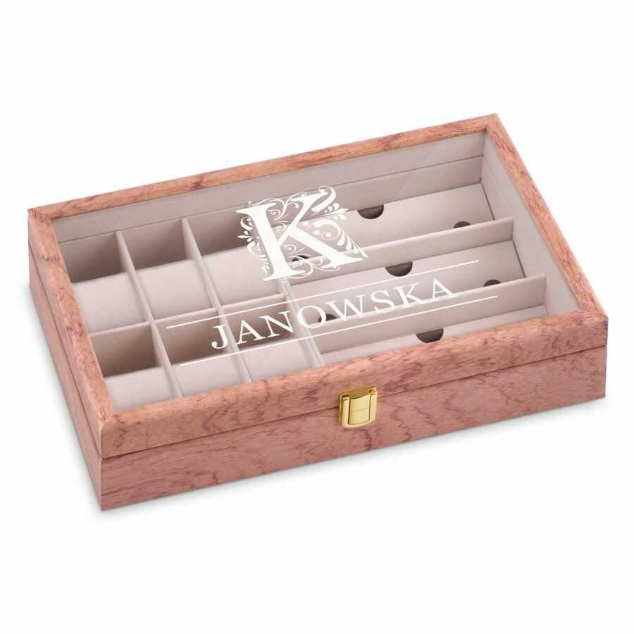 Szkatułka drewniana na zegarki i okulary inicjał z grawerem dla niej