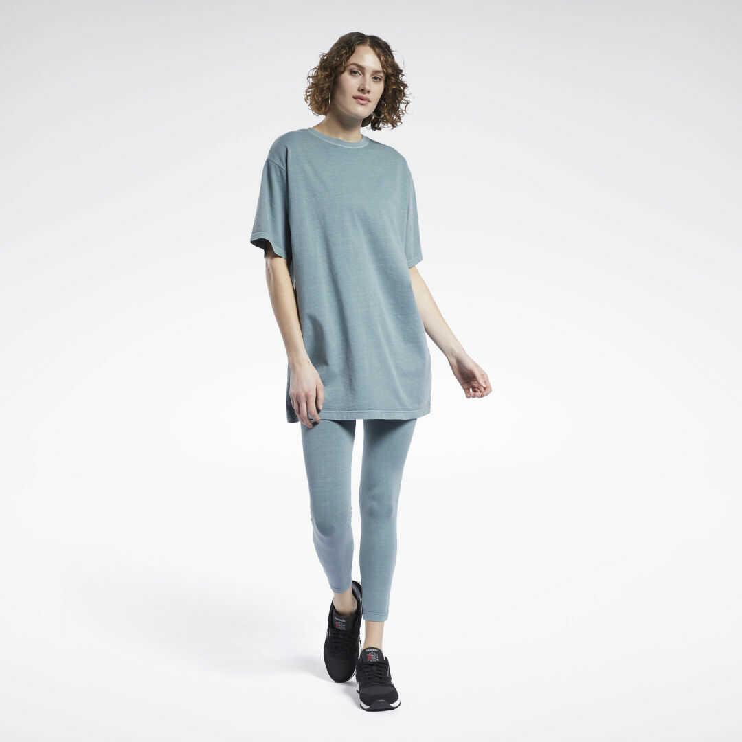 Sukienka typu t-shirt Reebok Classics Natural Dye