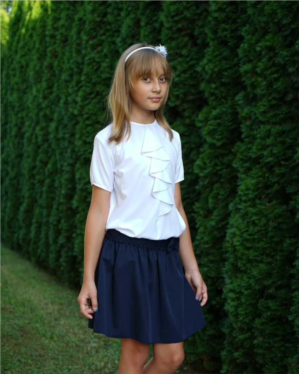 Biała szkolna bluzka z żabotem 116-152 Flora biała