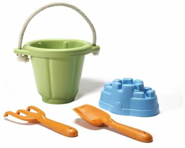 Zestaw do zabawy w piasku Zielone wiaderko z akcesoriami GTSND01R-Green Toys, zabawki do wody, na plażę
