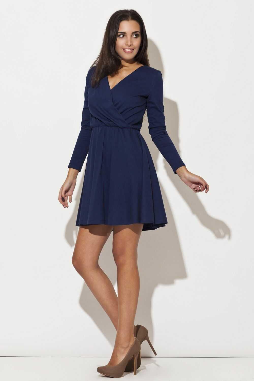 Niebieska sukienka z długim rękawem z szerokim dołem