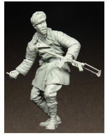 Figurka Radziecki Żołnierz z Granatem , Berlin 1945 1/35 Stalingrad