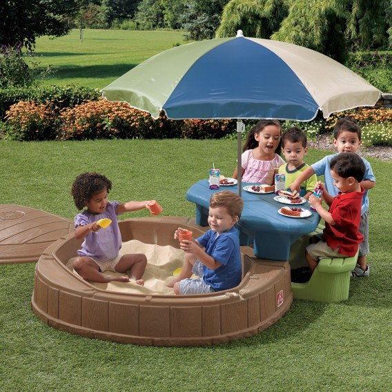 STEP2 Zamykana piaskownica dla dzieci ze stolikiem i parasolem