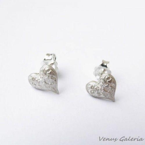 Kolczyki srebrne na sztyftach- Mini serduszka białe