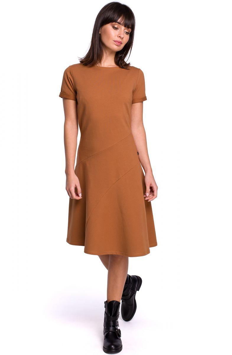 B105 Sukienka lekko rozkloszowana z godetem - karmel