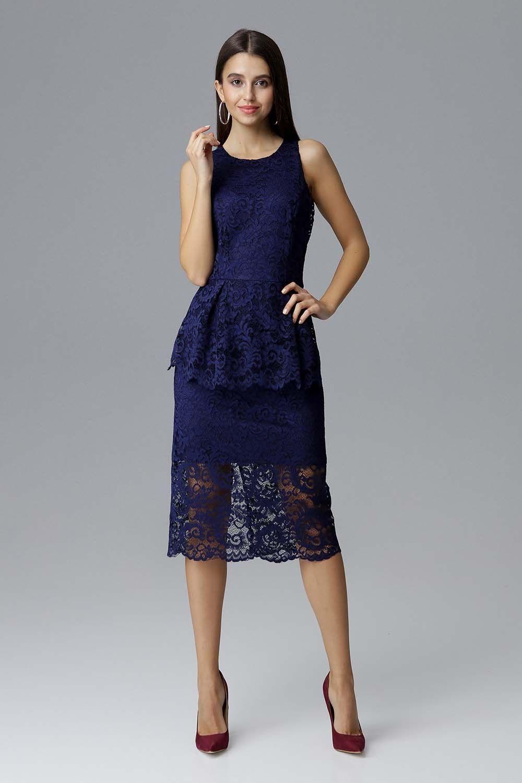 Granatowa koronkowa dopasowana sukienka z baskinką