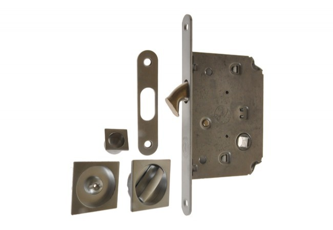 Zamek do drzwi przesuwnych + uchwyty kwadratowe WC chrom matowy