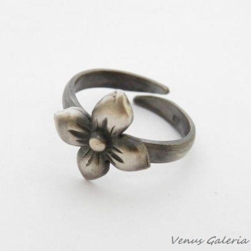 Pierścionek srebrny oksydowany- Kwiat gotycki