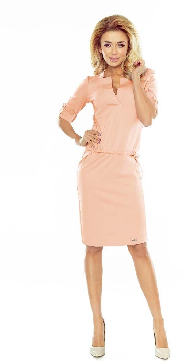 Brzoskwiniowa sukienka z niską stójką