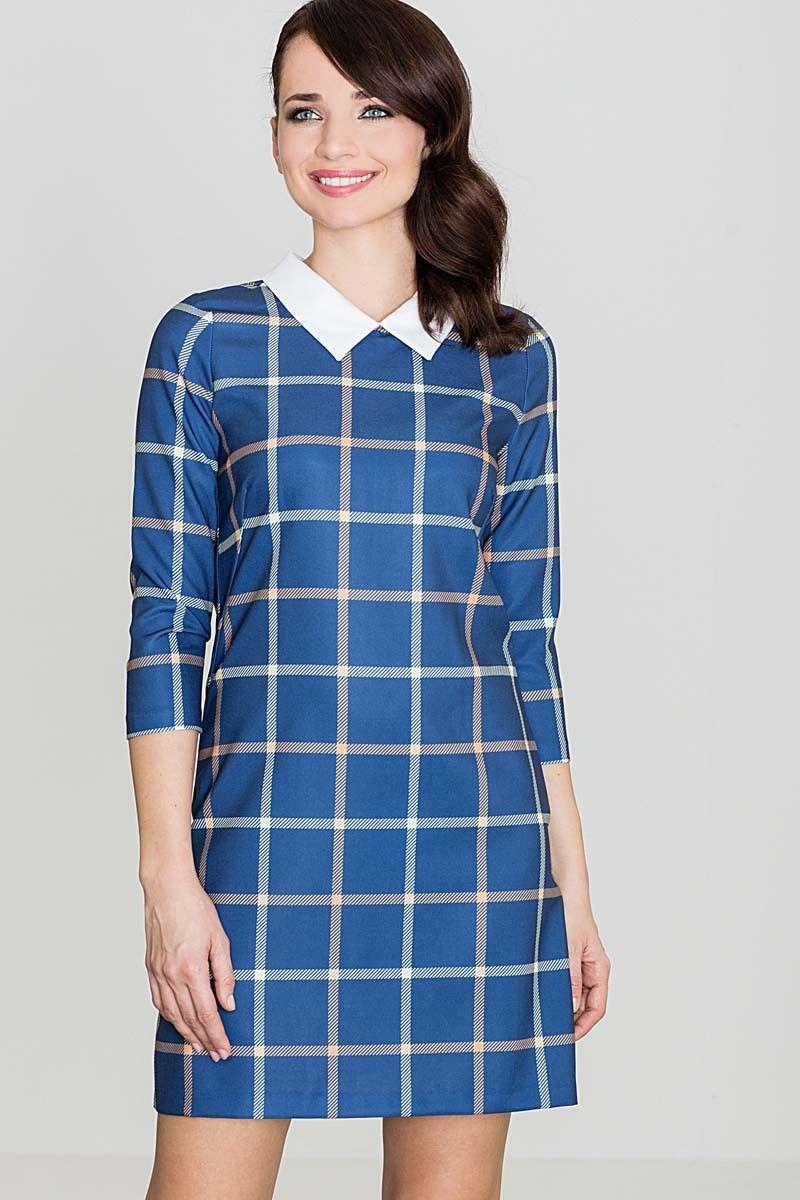 Niebieska prosta sukienka w kratę z kołnierzykiem