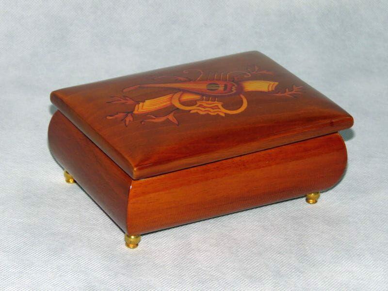 MMM, drewniana kasetka-pozytywka na biżuterię