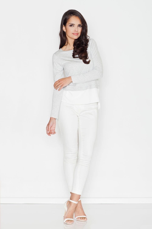 Jasnoszara szykowna bluzka z długim rękawem wykończona kontrastową lamówką