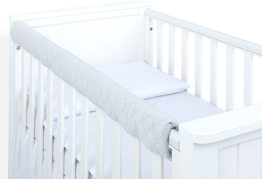 MAMO-TATO Ochraniacz na górną krawędź łóżeczka - Velvet Jasny szary