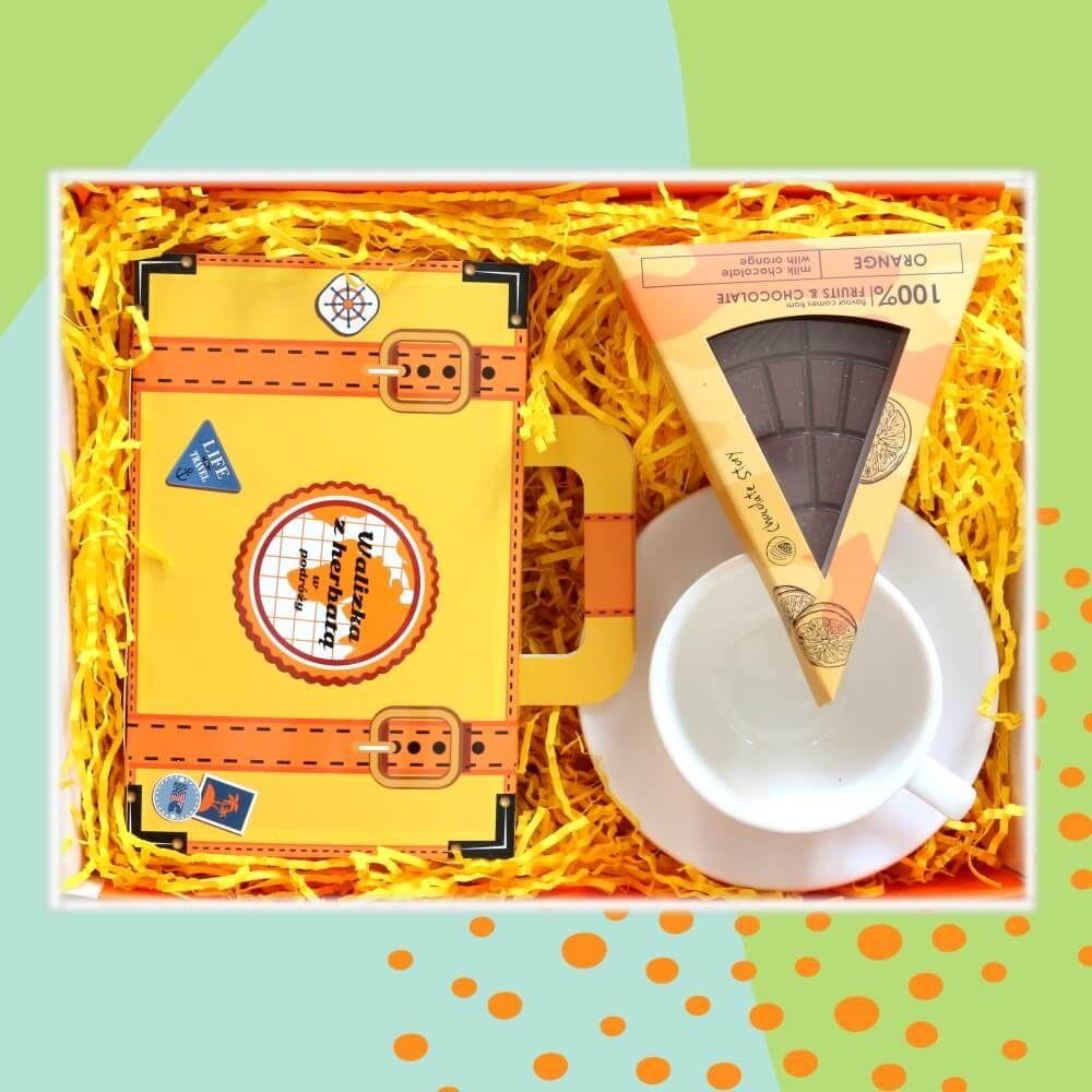 Zestaw prezentowy na wyjątkową okazję TRAVEL TeaBox. Zestaw 14 herbat różnego rodzaju i smaku 14x 5/8g z zaparzaczem i cukrem trzcinowym, klasyczna biała filiżanka i czekoladowa pizza