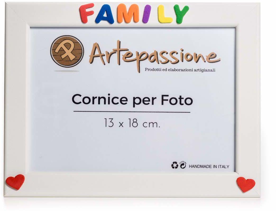 """Drewniana ramka na zdjęcia z napisem""""Family"""" z sercami, biała, 13 x 18 cm"""