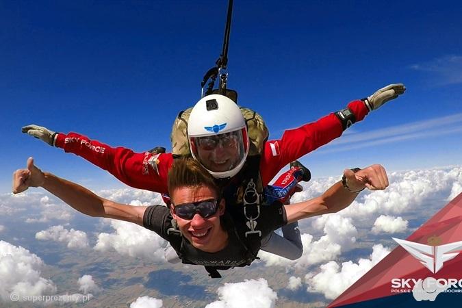 Skok spadochronowy z Desantowca z 4200 m w Piotrkowie Trybunalskim