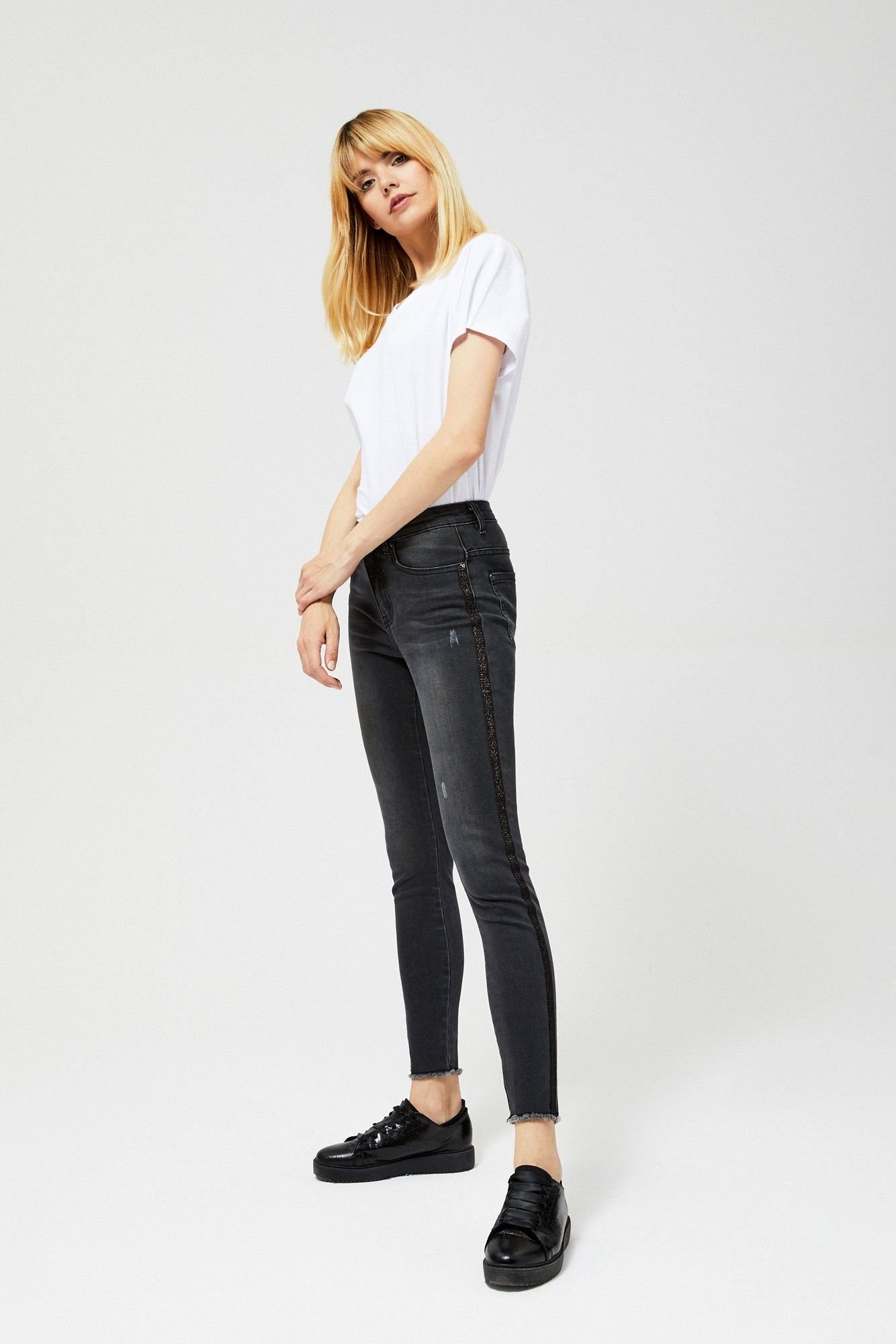 Jeansy typu high waist z lampasami