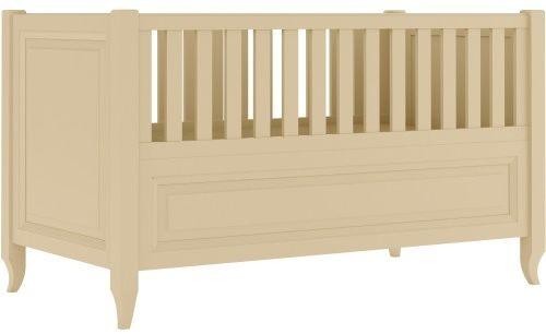 Kremowe eleganckie łóżeczko dziecięce ze stylizowanymi nóżkami i frezowaną ramką