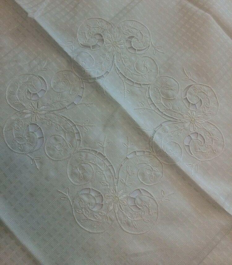 Obrus haftowany OR 85x85 kremowy w kwiaty ETK51271 LUX