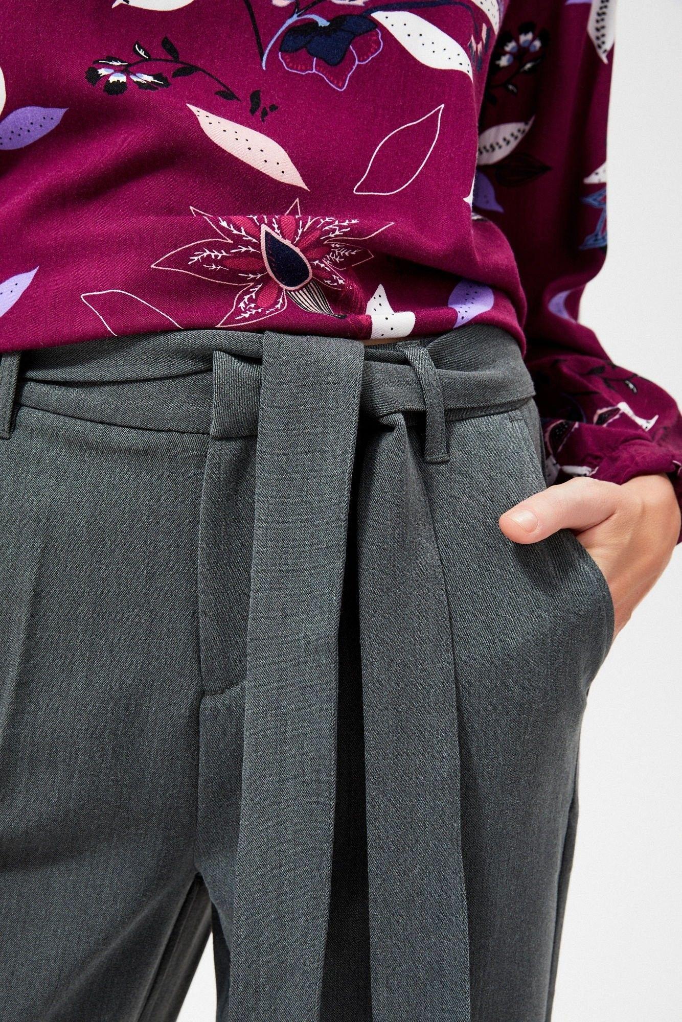 Spodnie na kant z wiązaniem w pasie
