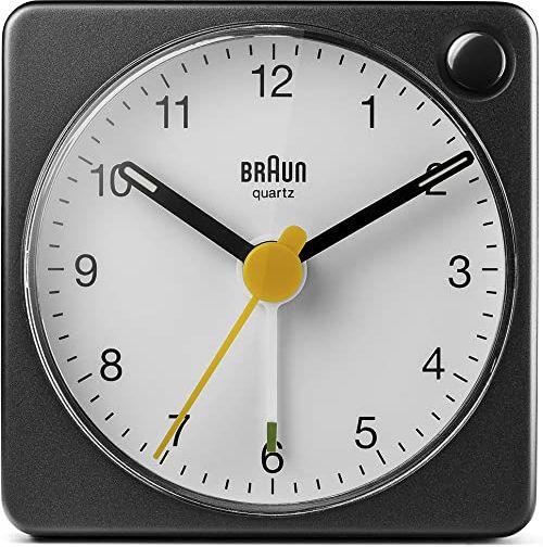 Braun Klasyczny analogowy budzik podróżny z funkcją drzemki i oświetleniem, kompaktowy rozmiar, spokojny mechanizm kwarcowy, alarm Crescendo, czarno-biały model BC02XBW