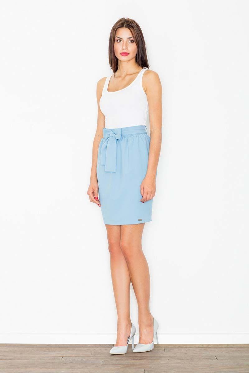Błękitna spódnica krótka ołówkowa z wiązaną szarfą