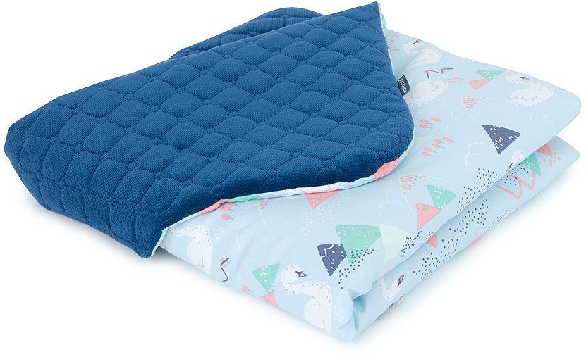 MAMO-TATO Kocyk dla dzieci i niemowląt 75x100 Velvet pikowany dwustronny Łabędzie błękitne / granatowe