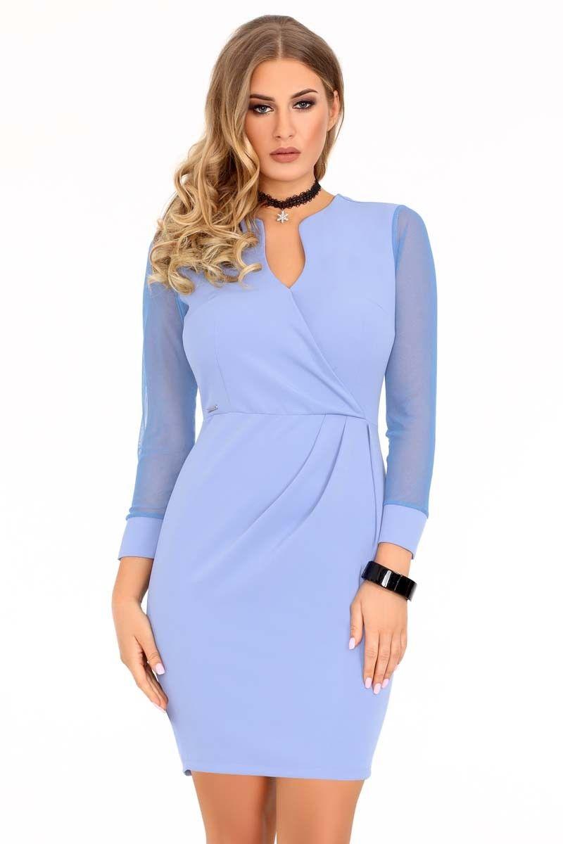 Niebieska dopasowana sukienka z transparentnym rękawem