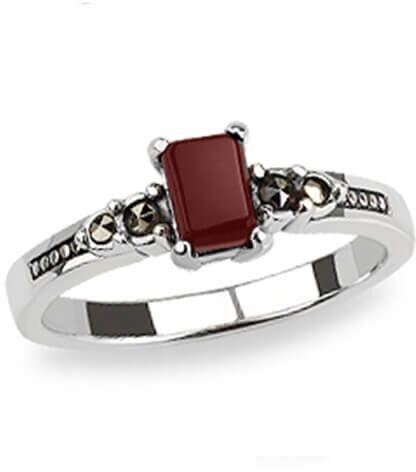 Staviori pierścionek. agat. markazyty. srebro 0,925. korona 7x5 mm. szerokość obrączki ok. 2 mm.
