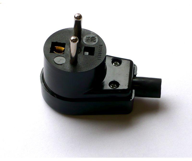 Wtyczka kątowa z/u 16A 250V czarna /standard/ WT-20S-2