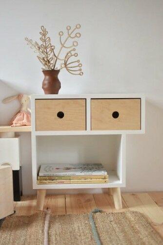 Drewniana szafka nocna z 2 szufladami