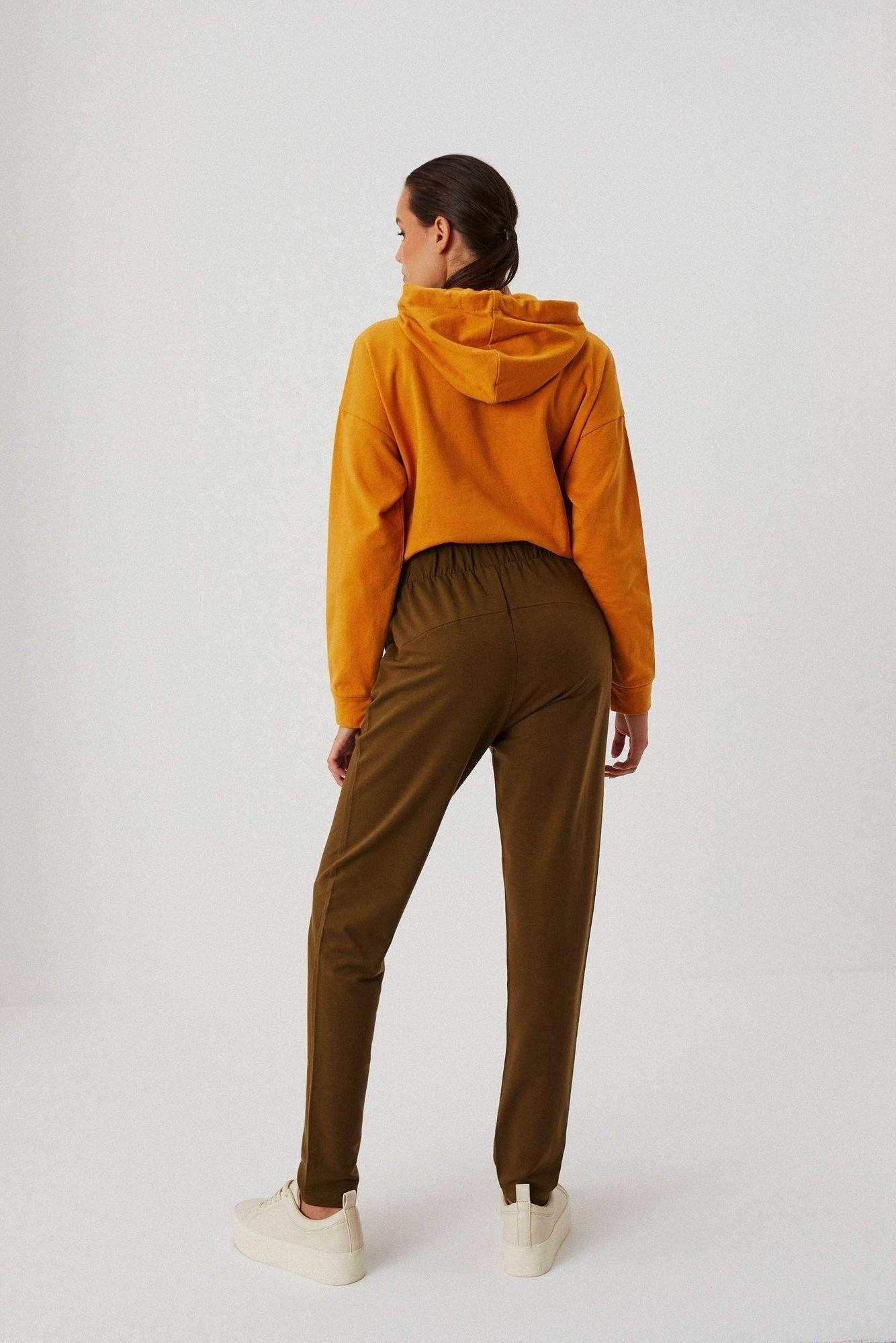 Gładkie spodnie dresowe z przeszyciami
