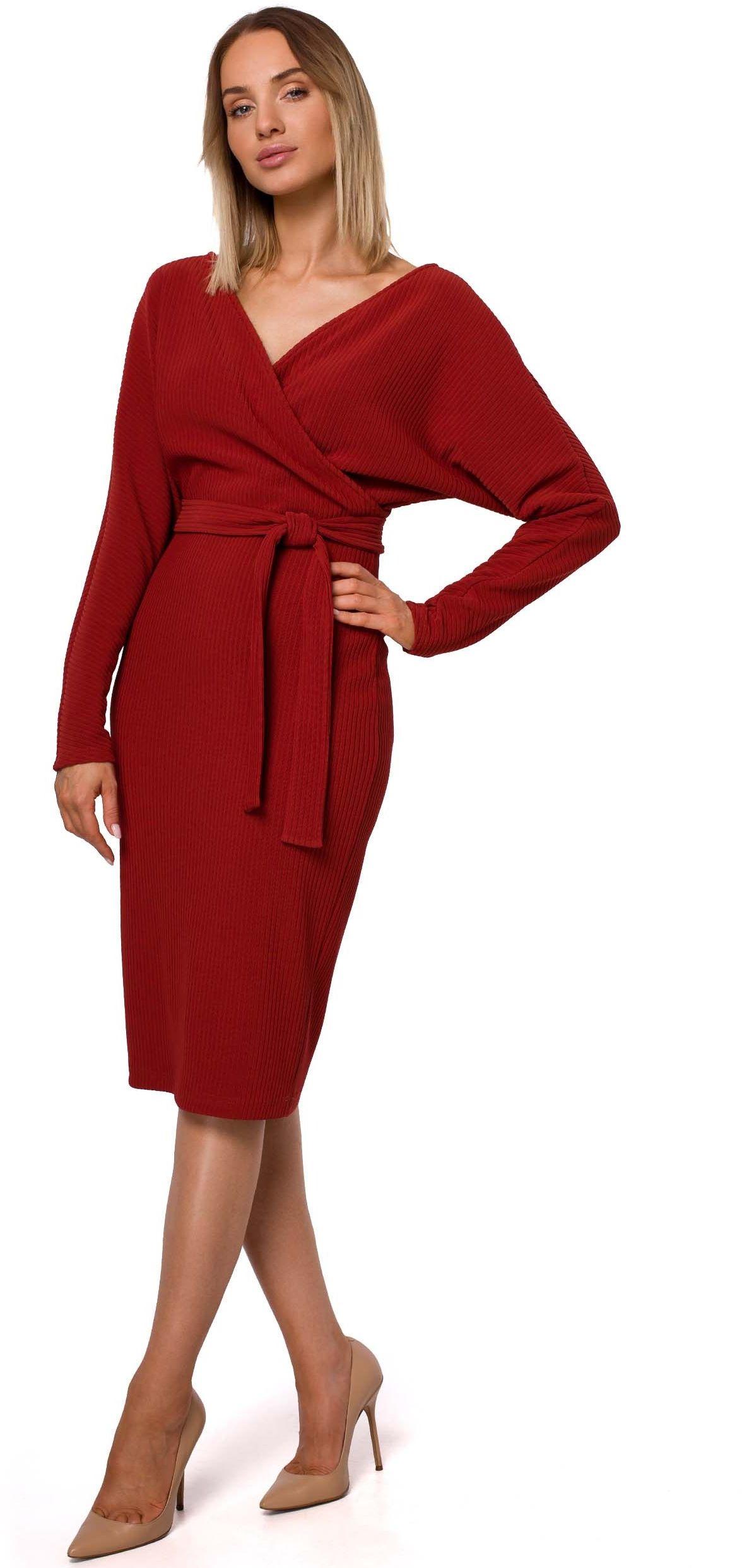 Dzianinowa prążkowana sukienka o kopertowym dekolcie - ceglasta
