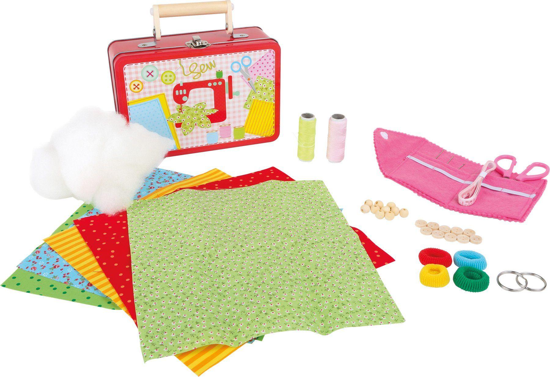 mała stopka 3921 zestaw do zabawy dla dzieci do szycia w walizce, w tym tkaniny, nożyczki, igły, guziki i koraliki wykonane z drewna