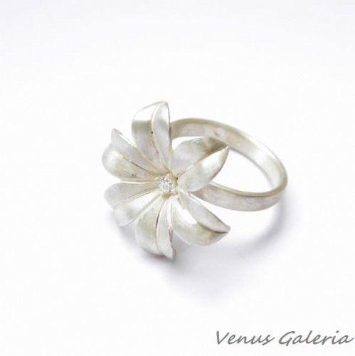 Pierścionek srebrny - Biały hiacynt