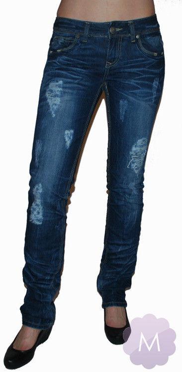 Granatowe spodnie jeansowe z prostą nogawką z dziurami